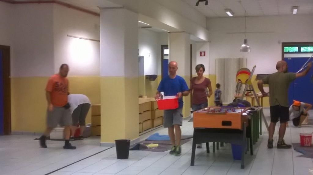 Volontari per dipingere la primaria Pezzani