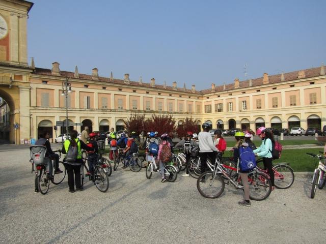 bimbi-gita-bicicletta-gualtieri-Marco-Polo-Reggio-emilia-4-640x480